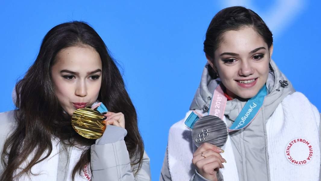Алина Загитова (Россия) - золотая медаль, Евгения Медведева (Россия) - серебряная медаль.
