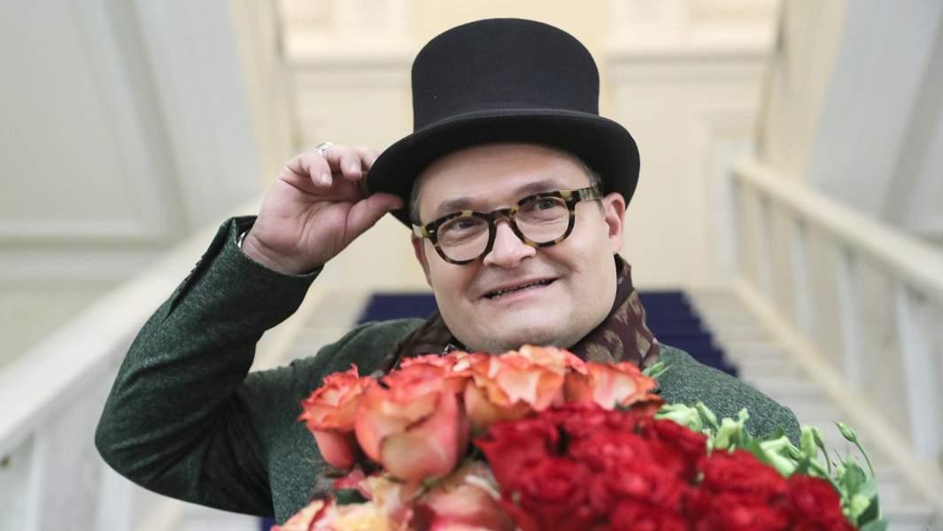 Историк моды Александр Васильев на открытии выставки «Красавец мужчина. Русский модник»