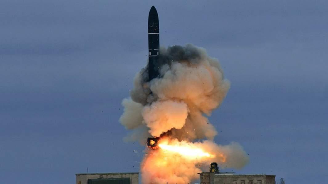 Запуск межконтинентальной баллистической ракеты Р-36М2