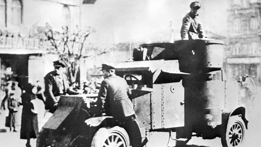 Советский броневик на улице города Киева после освобождения ее частями Красной Армии от петлюровцев,1919 год