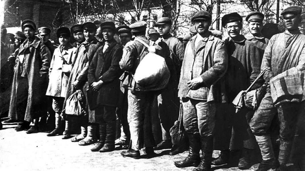 Гражданская война. Крестьянская молодежь, отправляющаяся на защиту Петрограда, 1919 г.