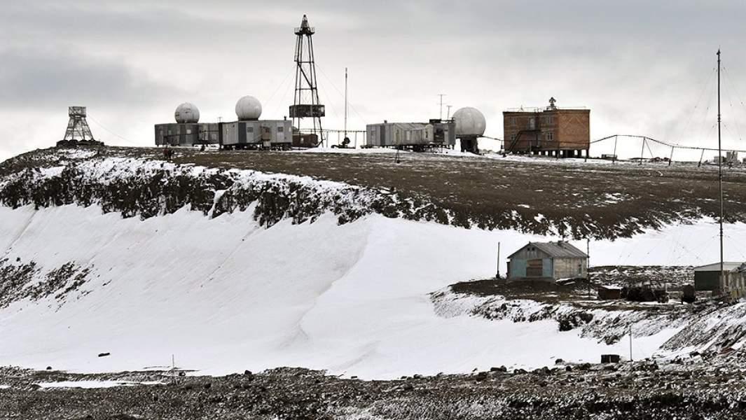 Обсерватория имени Эрнста Кренкеля  — геофизическая полярная обсерватория на острове Хейса архипелага Земля Франца-Иосифа