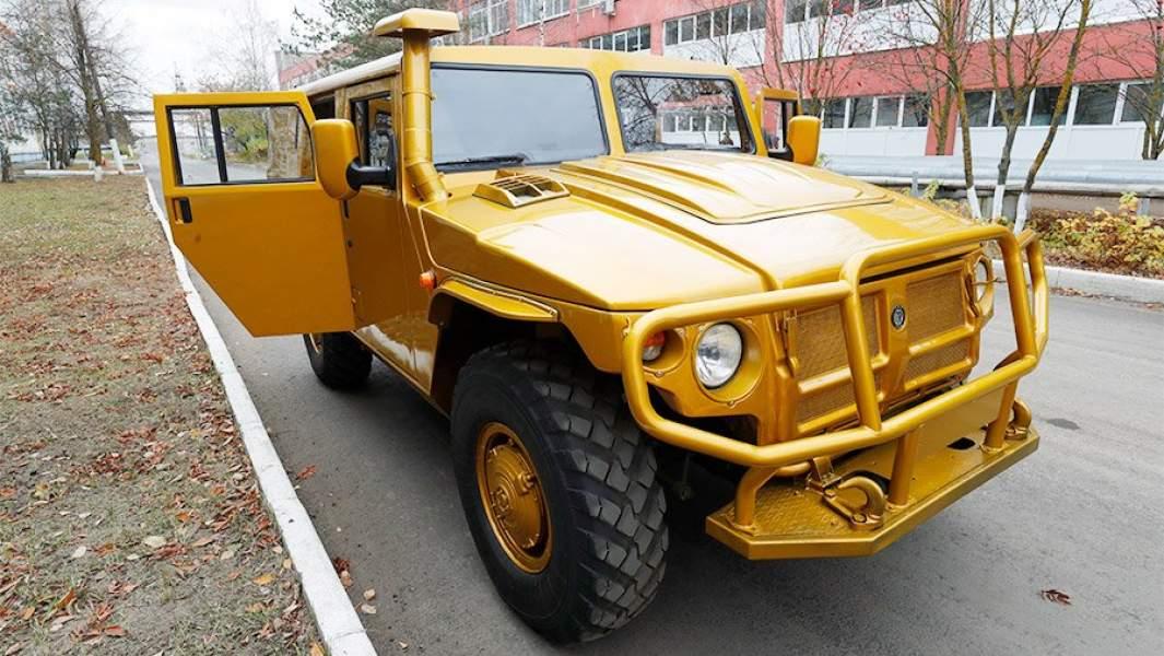 Полноприводный автомобиль «Тигра» на территории Арзамасского машиностроительного завода