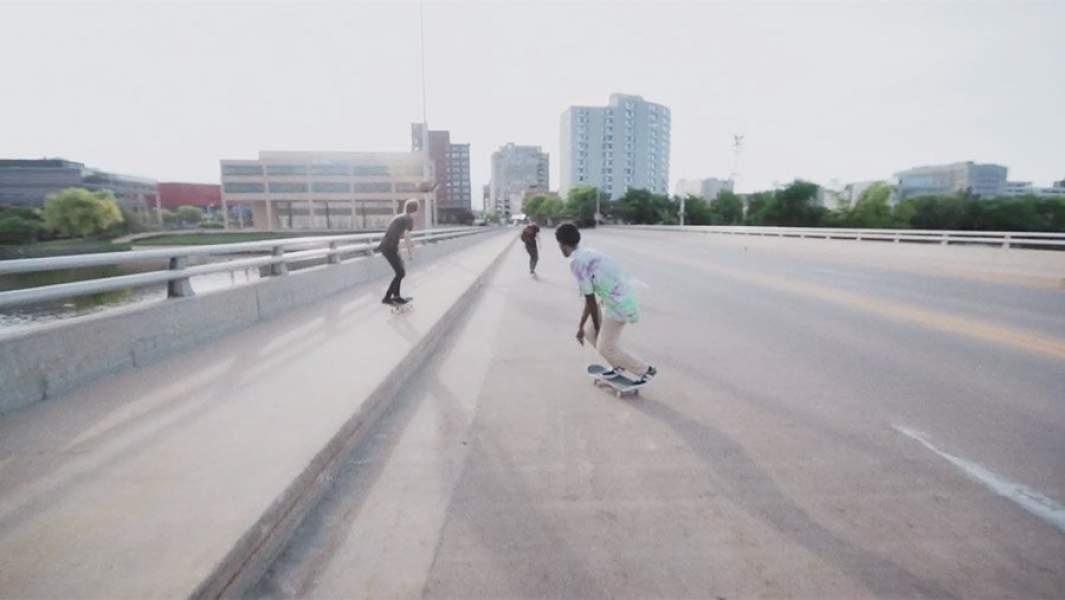 Кадр из фильма Minding the Gap