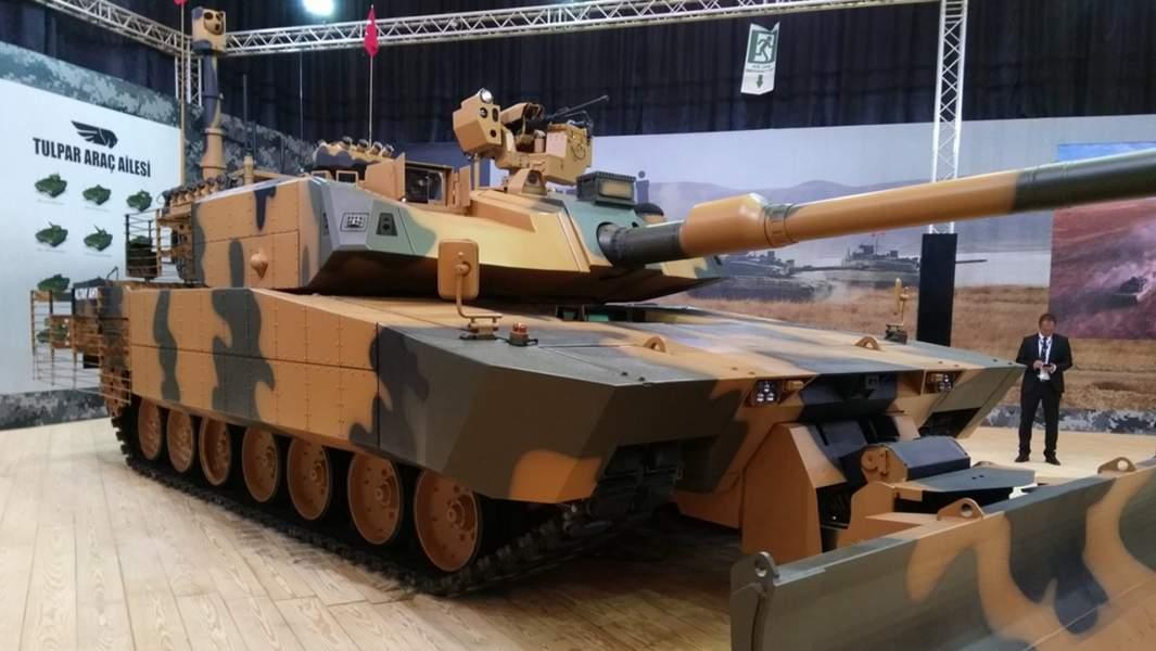 Модернизированный прототип танка Altay AHT в экспозиции турецкой компании Otokar на выставке IDEF-2017