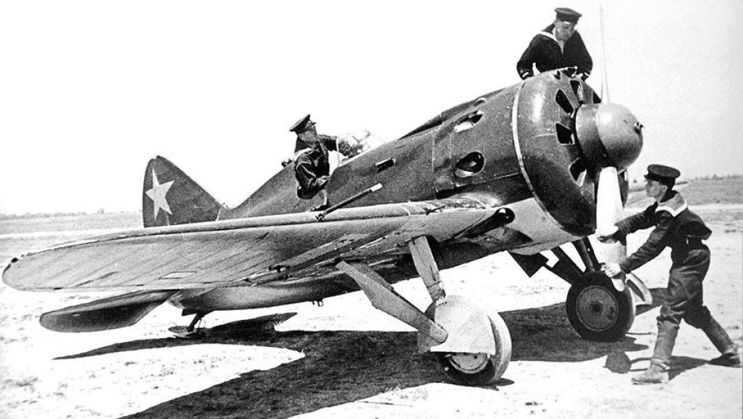 Истребитель И-16 во время боев на Халхин-Голе. 1939 год