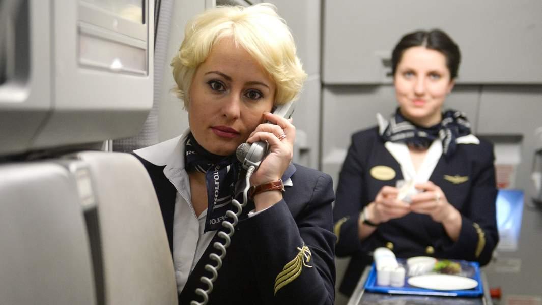 Бортпроводникиво время подготовки к рейсу