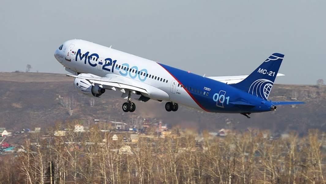 Самолет МС-21 совершает взлет в аэропорту Иркутск