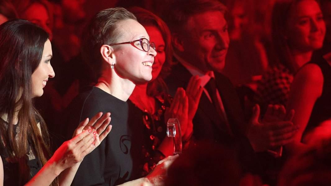 Писательница Гузель Яхина, получившая приз в номинации «Литература» (роман «Дети мои»), на церемонии вручения премии «Сноб. Сделано в России» в Москве