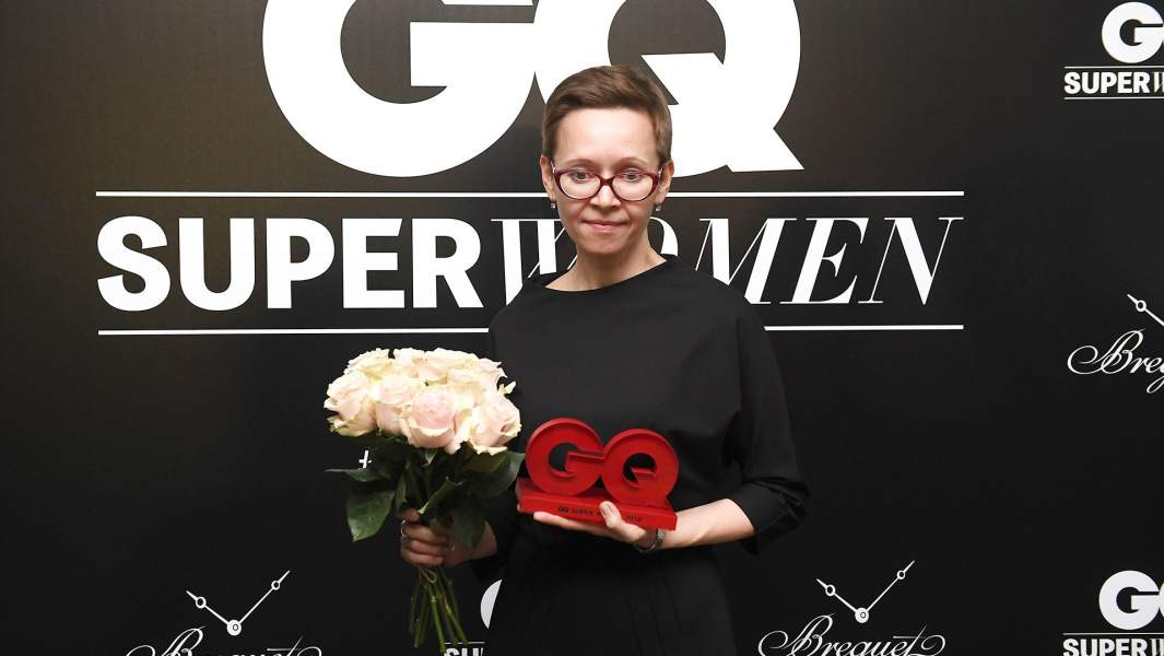 Писательница Гузель Яхина, получившая приз в номинации «Книга женского рода», на церемонии вручения премии «GQ Super Women» в особняке на Волхонке в Москве