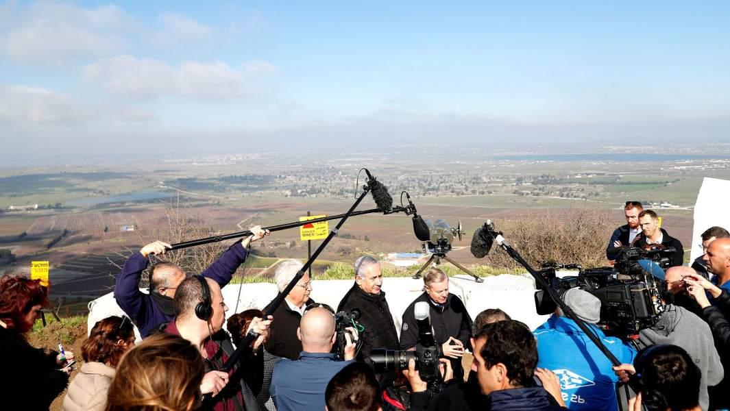 Премьер-министр Израиля Биньямин Нетаньяху, сенатор-республиканец США Линдси Грэм и посол США в Израиле Дэвид Фридман посещают границу между Израилем и Сирией на Голанских высотах