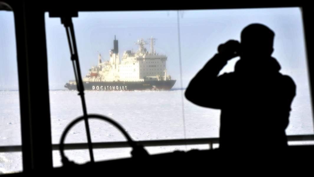 Атомный ледокол «Вайгач» на пути западного сектора Арктики - от Мурманска на Кольском полуострове до города Дудинка на полуострове Таймыр