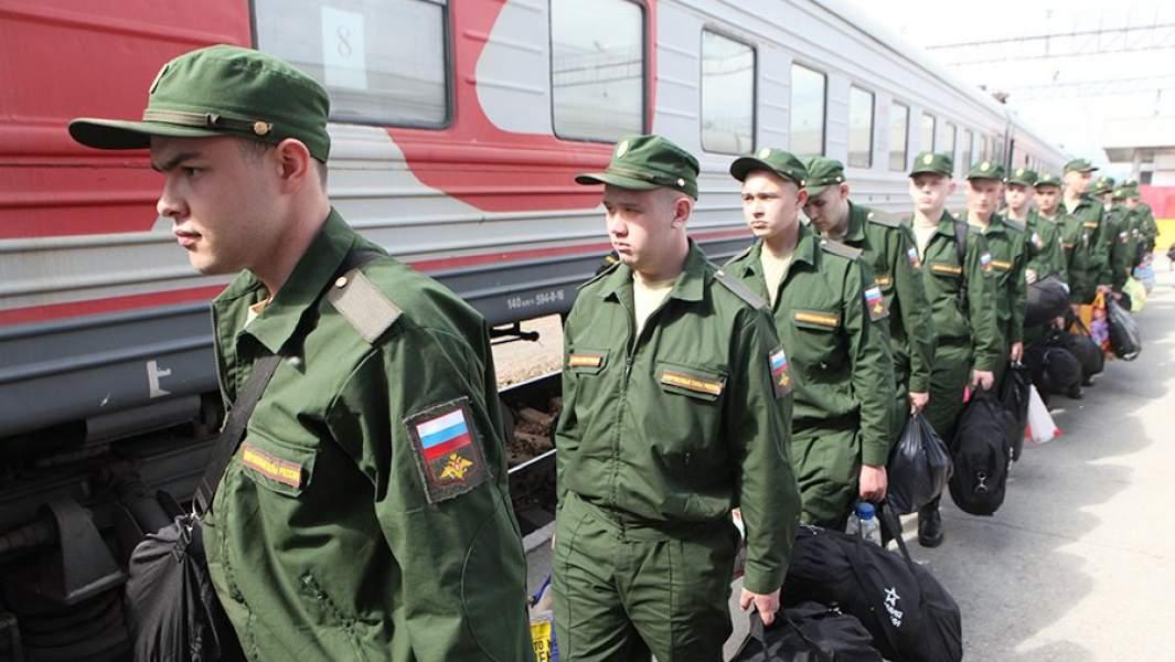 Пизывники на центральном железнодорожном вокзалеСанкт-Петербурга