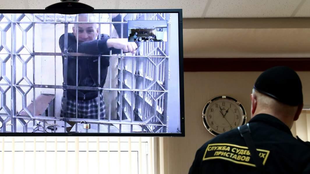 Бывший глава Серпуховского района Подмосковья Александр Шестун (на экране по видеосвязи из СИЗО) во время заседания Мосгорсуда по рассмотрению жалобы на продление ареста