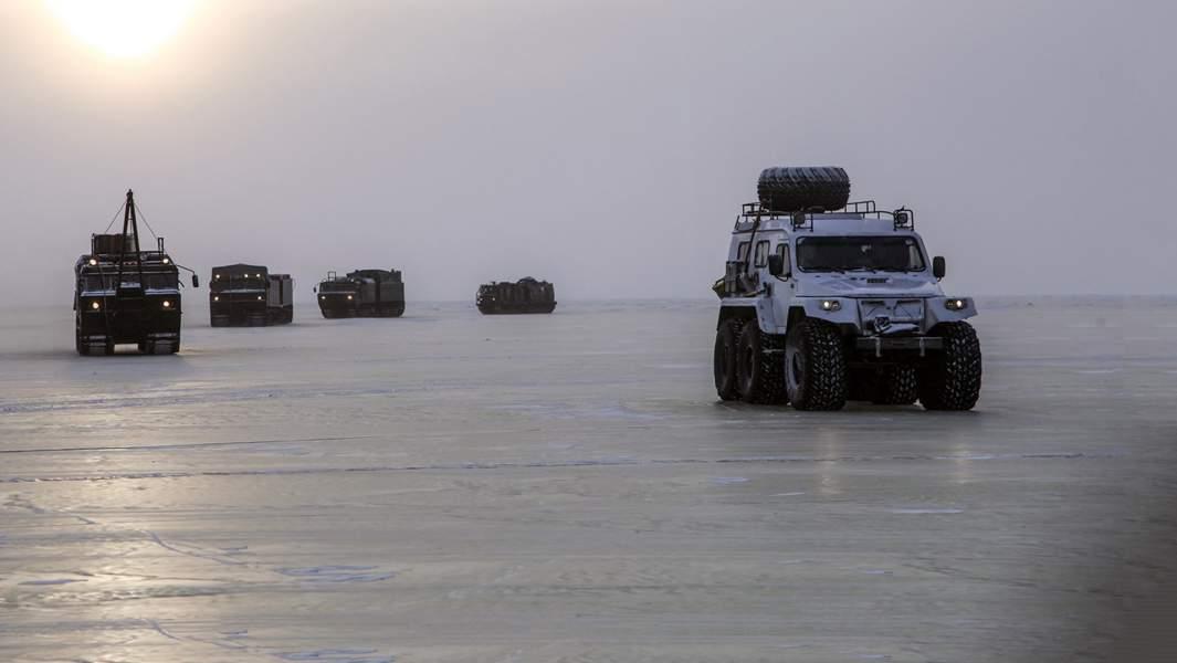 Во время испытаний новых и перспективных образцов вооружения, военной и специальной техники в условиях Арктики