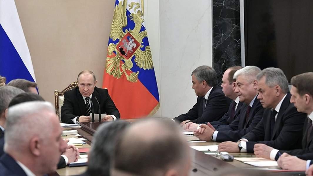 Президент РФ Владимир Путин проводит расширенное заседание с постоянными членами Совета безопасности РФ