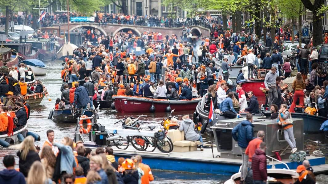 Празднование дня короля в Амстердаме