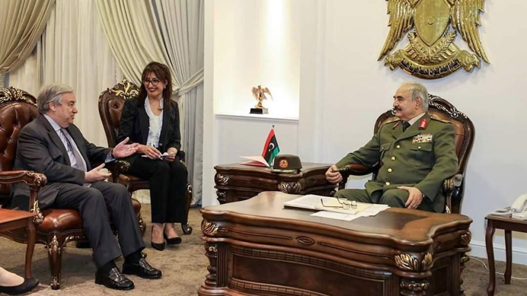 Генеральный секретарь ООН Антониу Гутерреш на встрече с маршалом Халифой Хафтаром в Бенгази