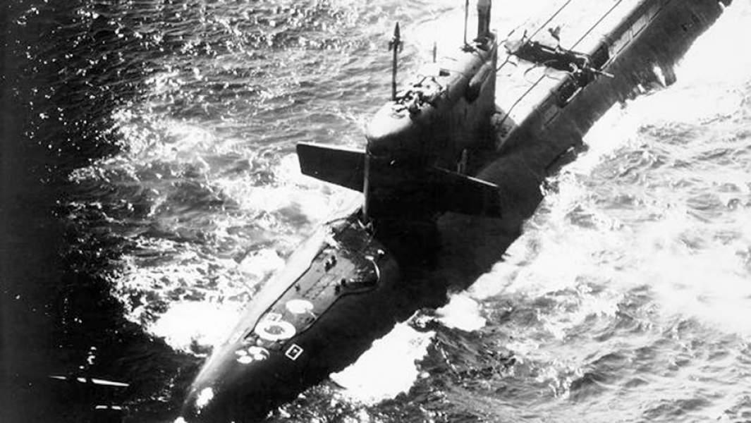 Поврежденная взрывом ракетная шахта атомной подводной лодки К-219