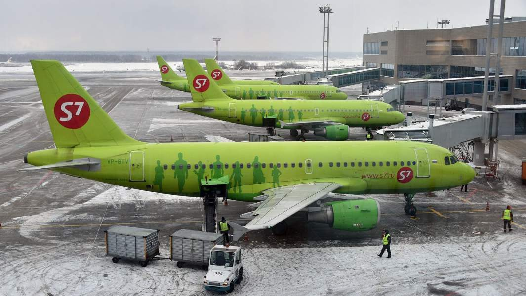 Самолёты компании S7 в аэропорту Крыма