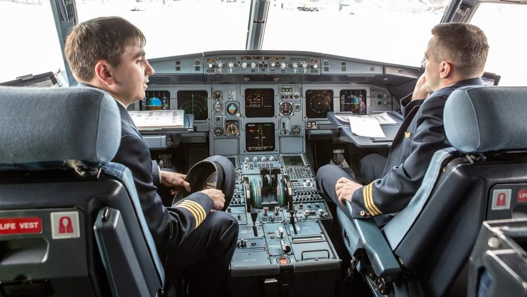 В кабине пилотов самолетаAirbus A319