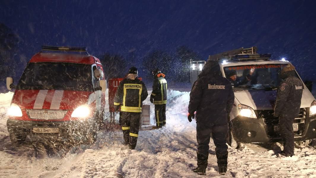 Спасатели в Раменском районе Московской области, где самолет Ан-148 «Саратовских авиалиний» рейса 703 Москва-Орск потерпел крушение 11 февраля 2018 года