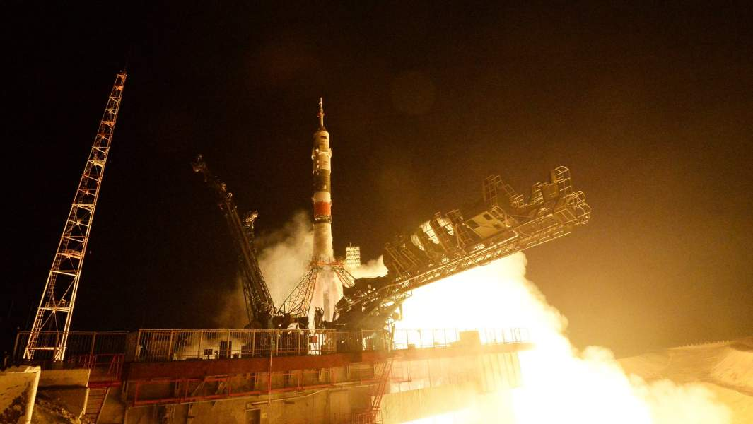Старт ракеты-носителя «Союз-ФГ» с пилотируемым кораблем «Союз МС-12» со стартового стола первой, «Гагаринской», стартовой площадки космодрома Байконур
