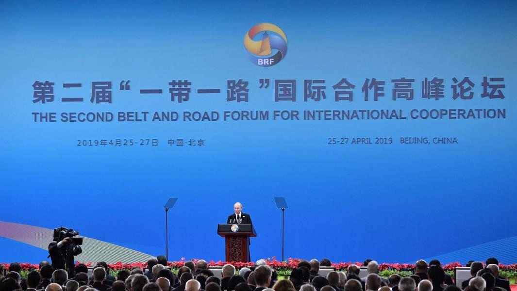 Президент РФ Владимир Путин выступает на церемонии открытия второго форума международного сотрудничества «Один пояс - один путь»