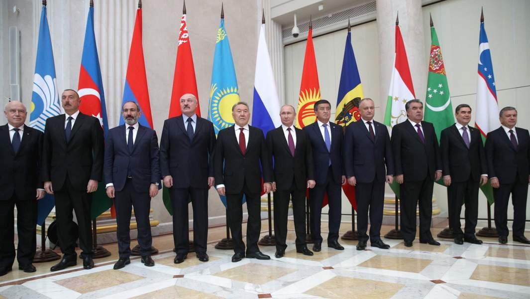 Глав государств-участников Содружества Независимых Государств после заседания Высшего Евразийского экономического совета в расширенном составе
