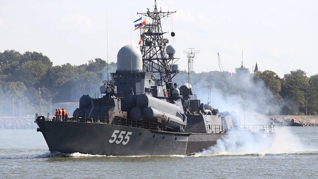 """Малый ракетный корабль """"Гейзер"""" во время выхода кораблей Балтийского флота в море"""