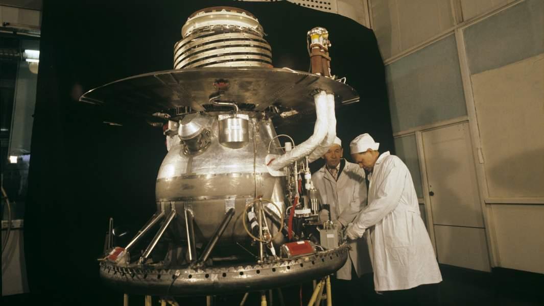 Спускаемый аппарат автоматической межпланетной станции (АМС) «Венера-13». Космодром Байконур, 1982 год
