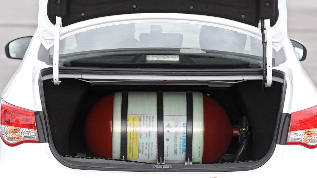 газовый баллон в багажнике