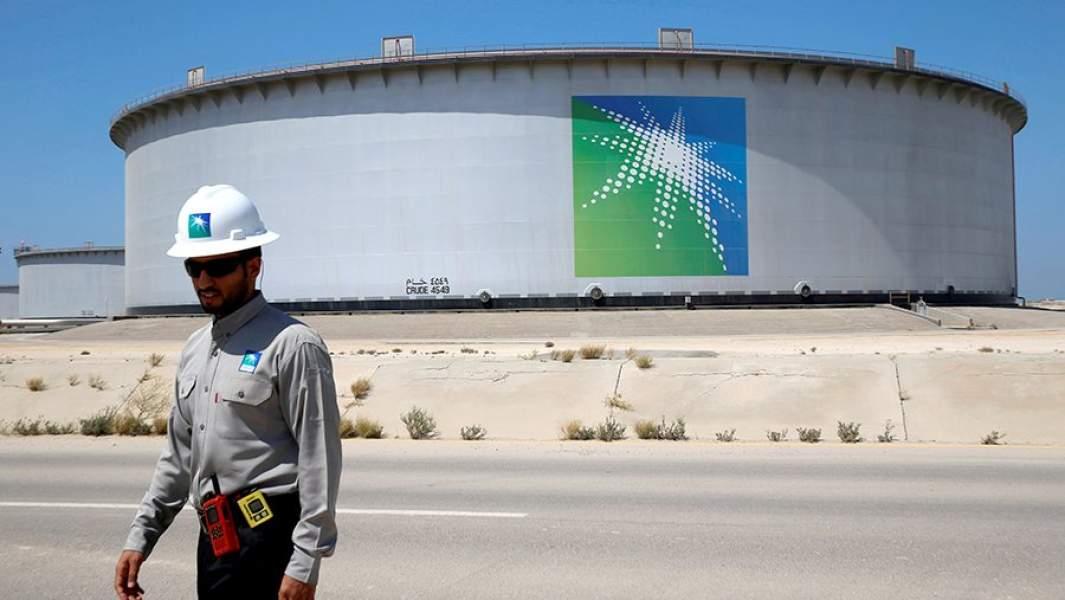 Хранилища нефти в порту Рас-Танура в Саудовской Аравии