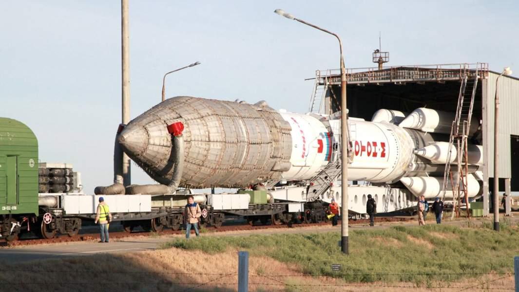 «Протон»— ракета-носитель (РН) тяжёлого класса, предназначенная для выведения автоматических космических аппаратов на орбиту Земли и далее в космическое пространство