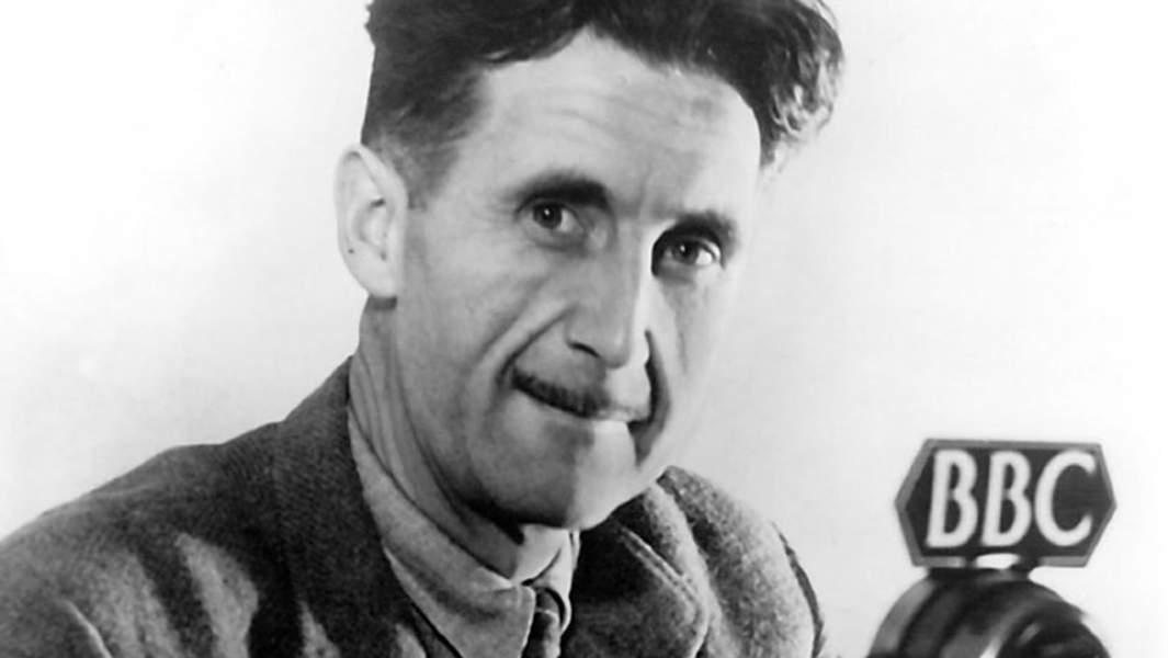 Джордж Оруэлл во время работы на Би-би-си, 1941 год