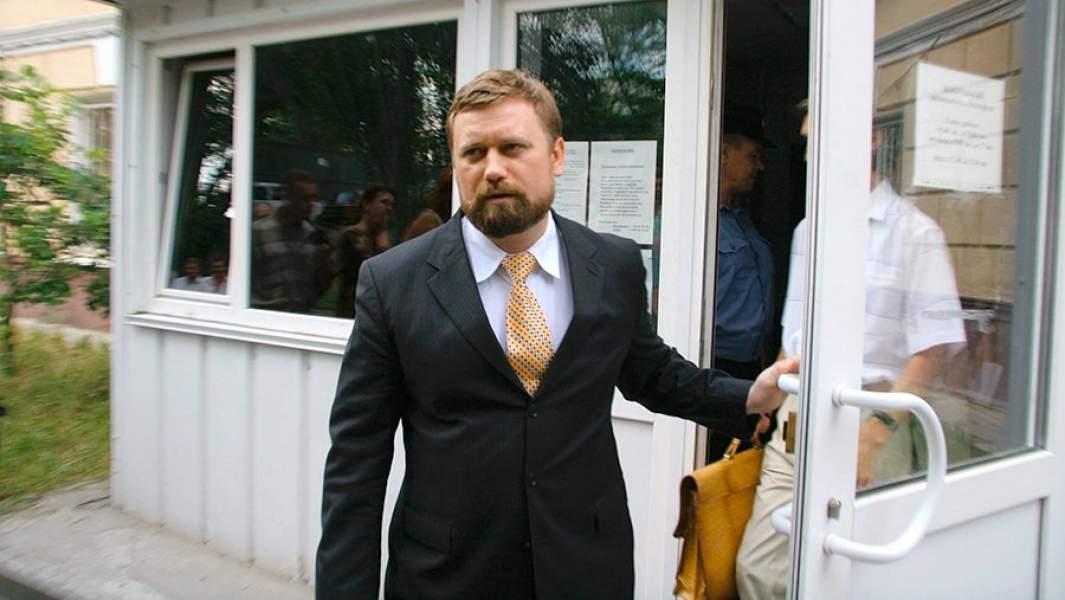 Бывший мэр ВолгоградаЕвгенийИщенко выходит из здания Центрального суда после оглашения приговора