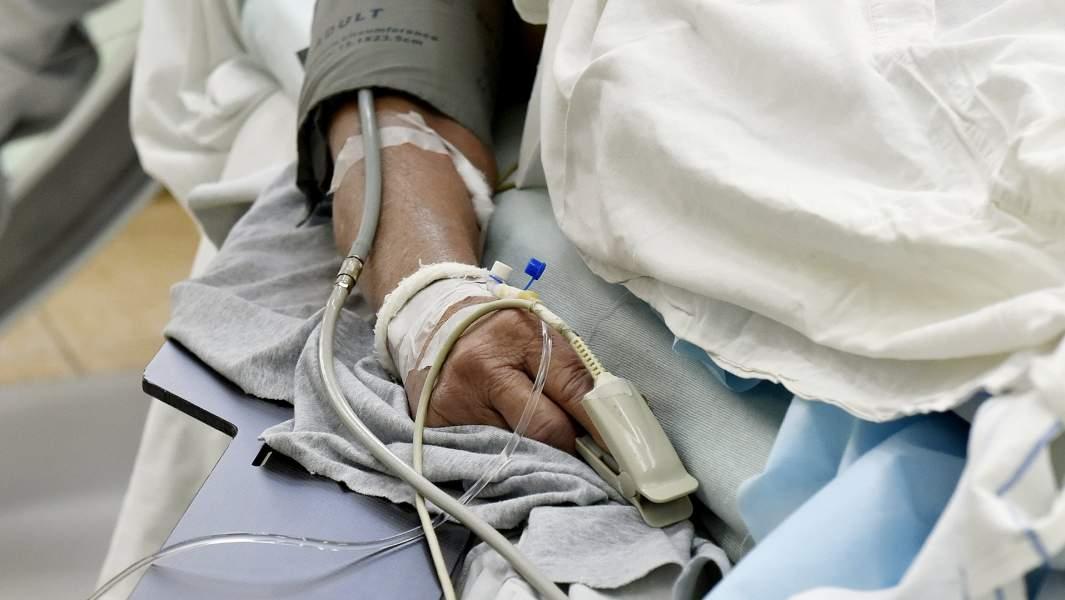 Пациент кардиологического отделения во время операции на сердце