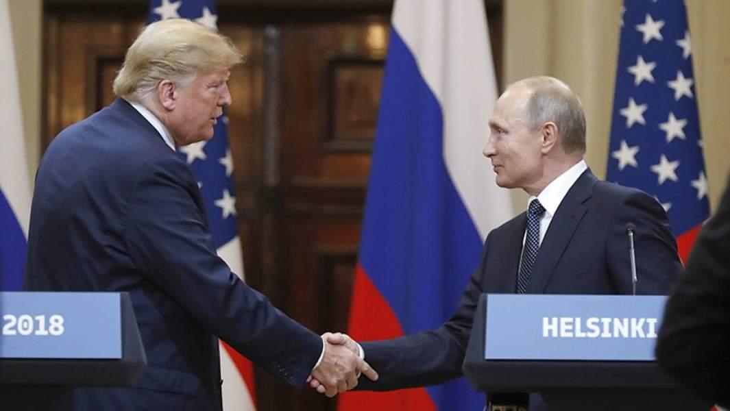 Президент РФ Владимир Путин и президент США Дональд Трамп на совместной пресс-конференции по итогам встречи в Хельсинки. 16 июля 2018 года