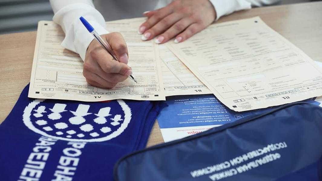 Сотрудница Федеральной службы государственной статистики (Росстат) во время первого цифрового этапа пробной переписи населения 2018 года