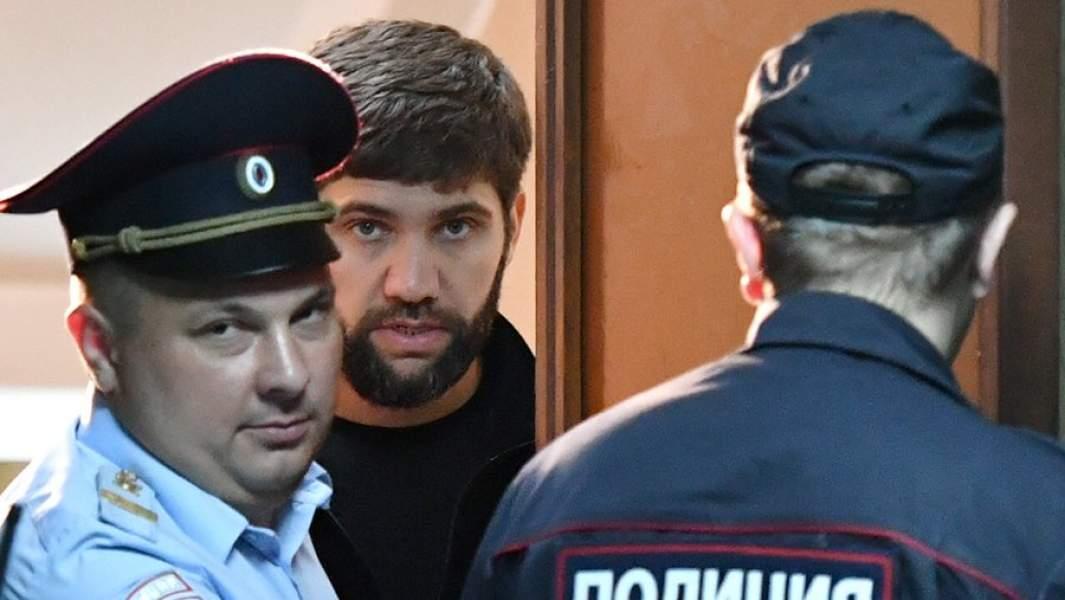 Подозреваемый в убийстве бизнесмена Шабтая КалмановичаАли Белхороев во время избрания меры пресечения в Пресненском суде Москвы