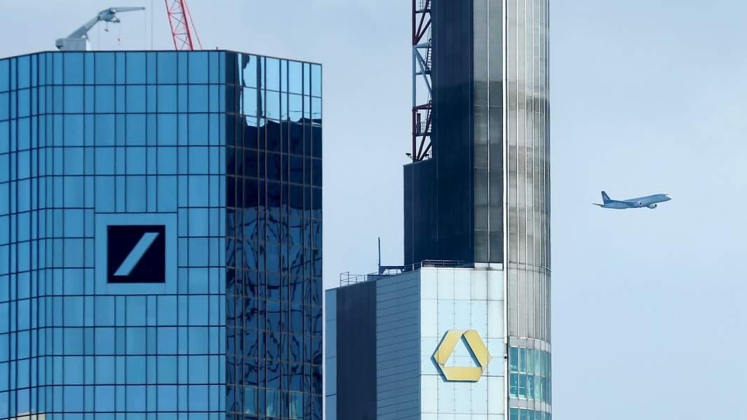 Офисные зданияDeutsche Bank и штаб-квартиры Commerzbank во Франкфурте