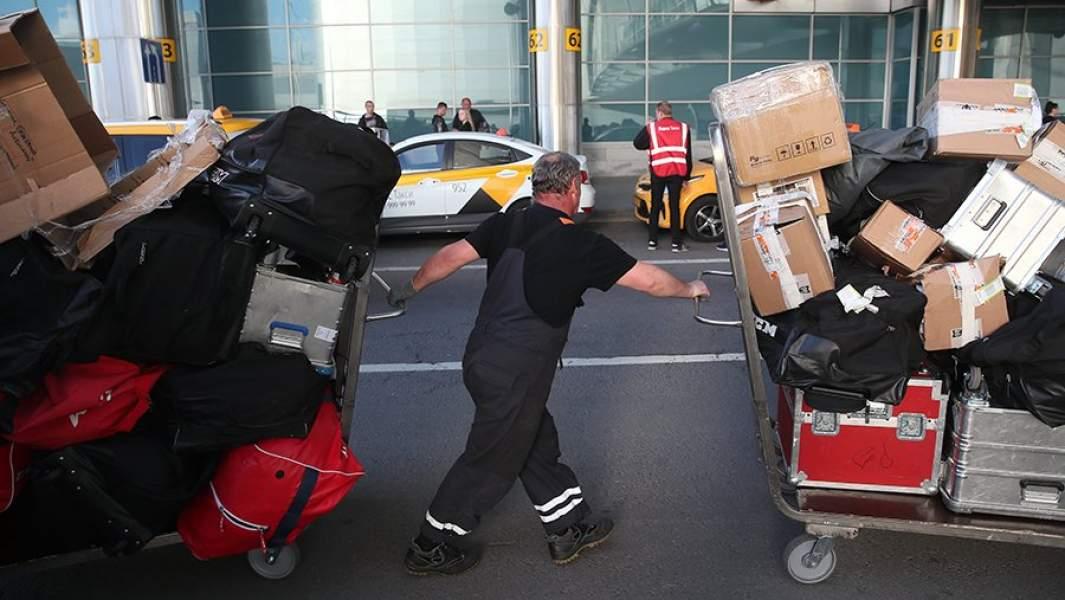 грузчик в аэропорту