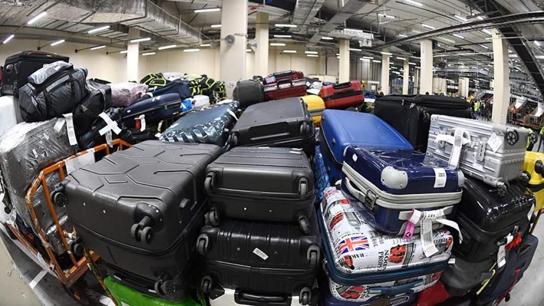 Багаж пассажиров в международном аэропорту Шереметьево в Москве