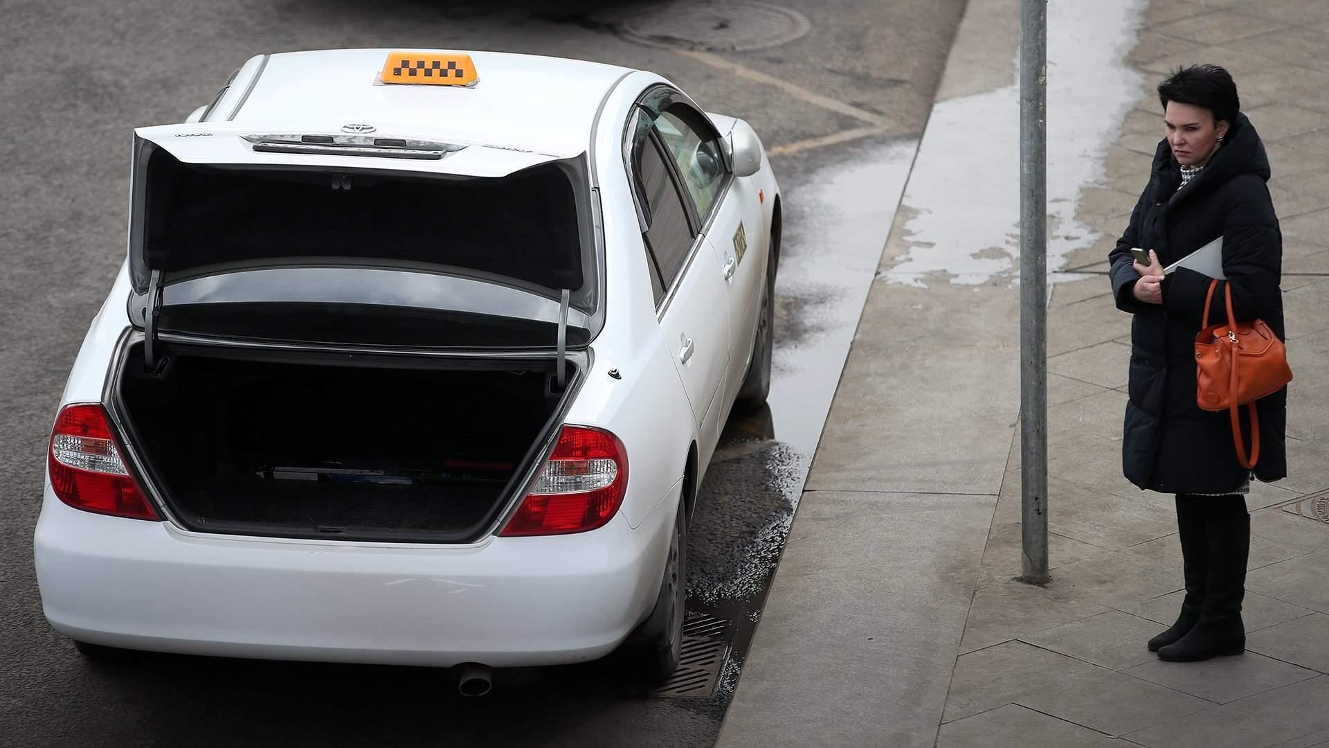 Клиент такси попал в аварию что он может потребовать от организации