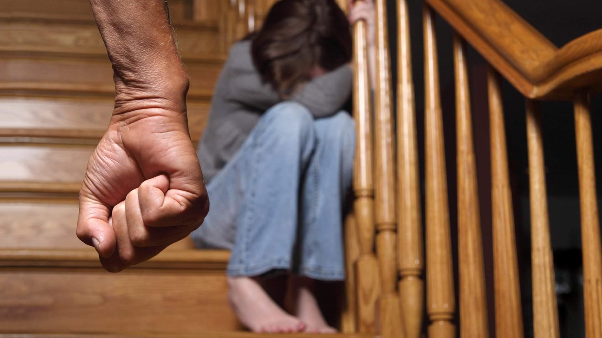 Домашнее изнасилование приемной дочери