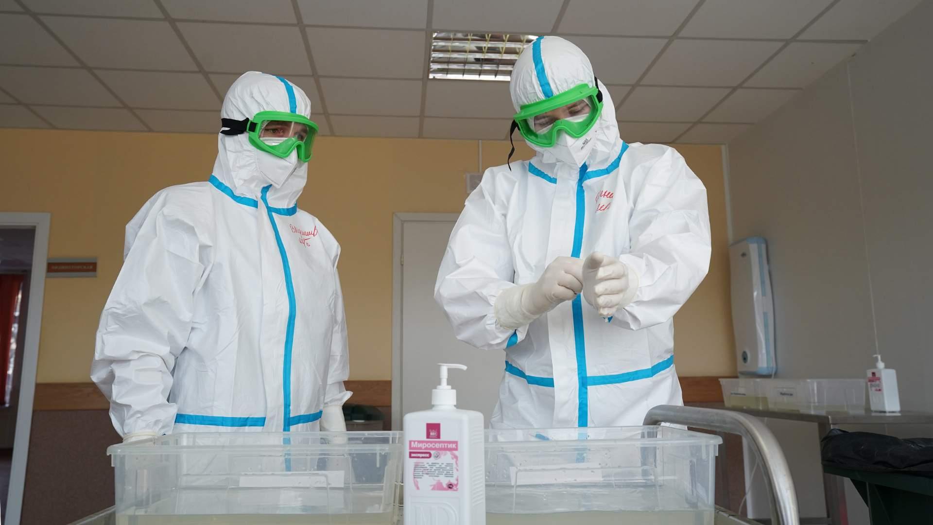 Дневная сменка: создан многоразовый комбинезон для защиты от коронавируса |  Статьи | Известия