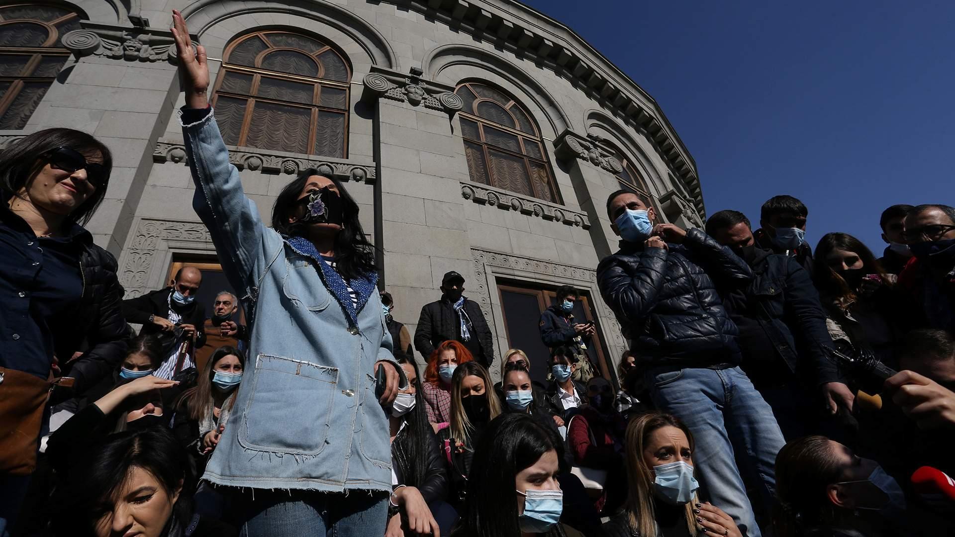 Бунт неосмысленный: как Ереван переживает окончание войны в Карабахе | Статьи | Известия