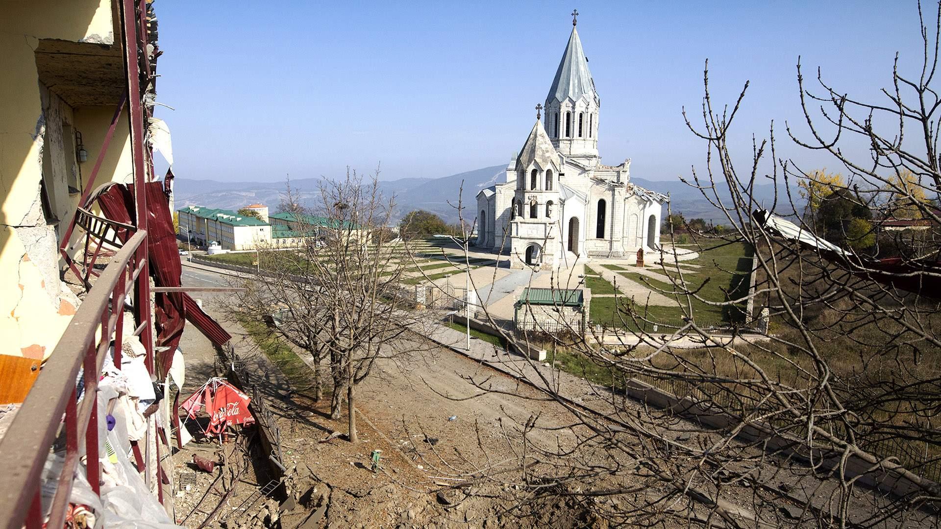 Часть Шуши: как изменит ход войны в Карабахе потеря города | Статьи |  Известия