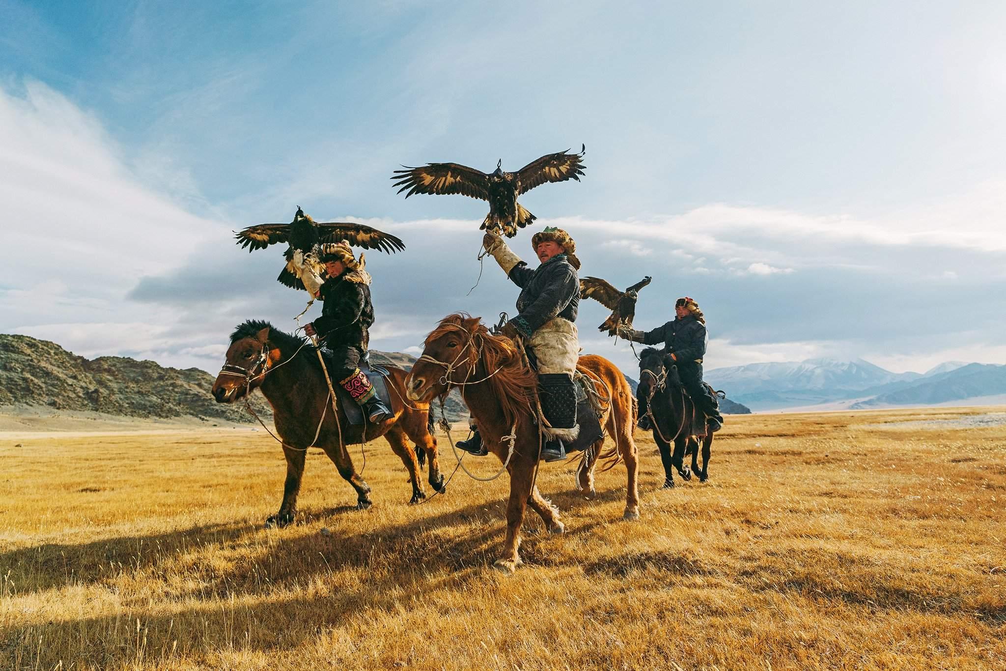 Монгол улс маш өргөн уудам нутагтай. Энд нэг хүнд 10 морь оногддог.