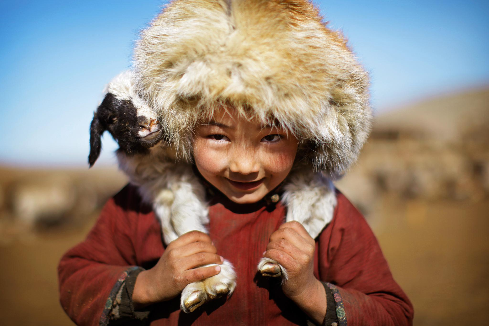 Монгол малчдын үндсэн хоол мах. Махаа саримстай шөлөнд чанаж иддэг.